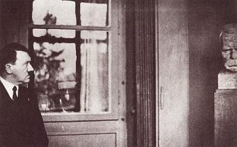 Hitler admirando a Nietzsche