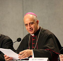 Mons. Rino Fisichella es ponente en este Congreso sobre Santa Teresa.